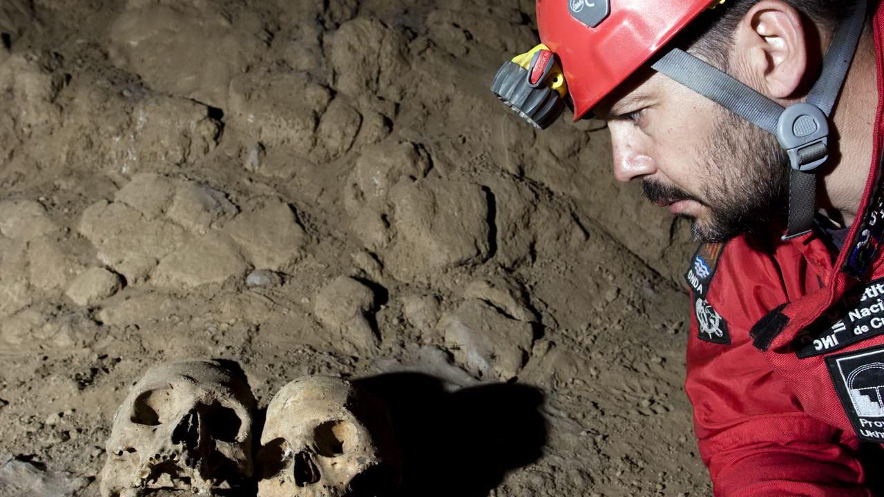 Exploración de la cueva de Shihual | Proyecto Ukhupacha (Perú) | © Valentí Zapater