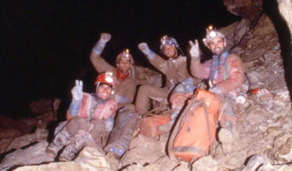 Celebración tras sobrepasar los -1.000m en la Torca del Cerro